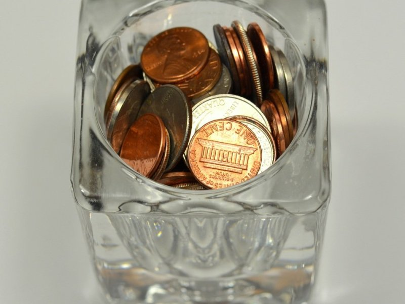 Hard-to-save-money-with-a-jar-of-coins