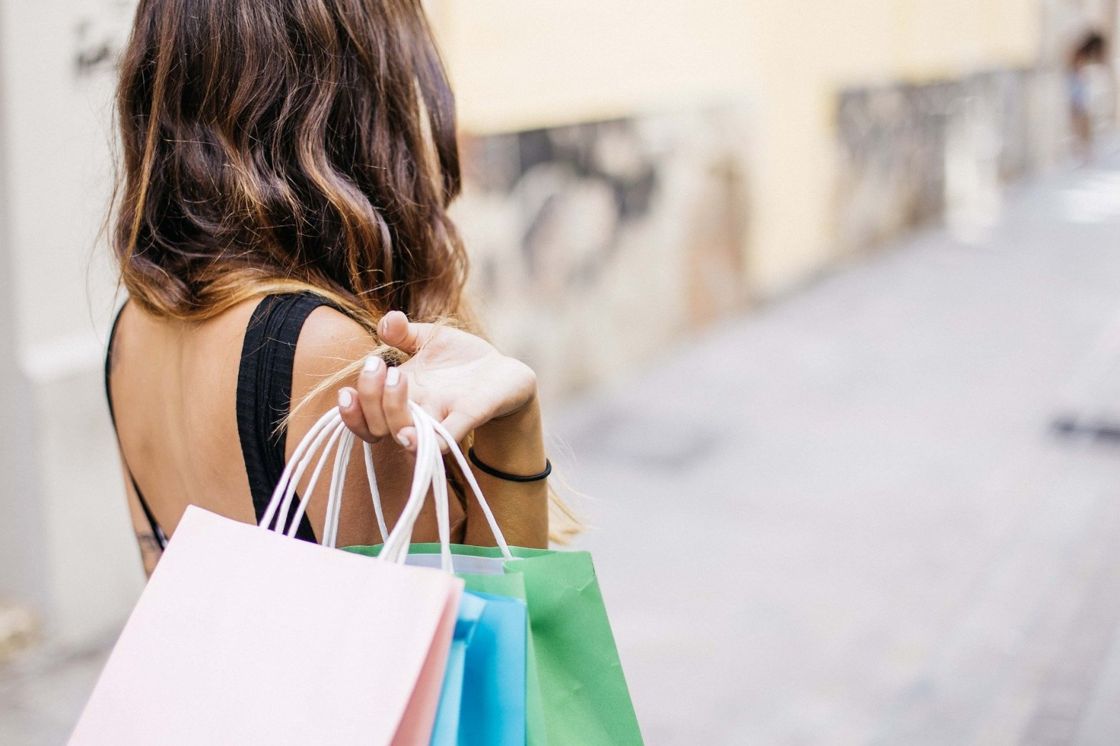 woman-with-shopping-bags-shopping-less