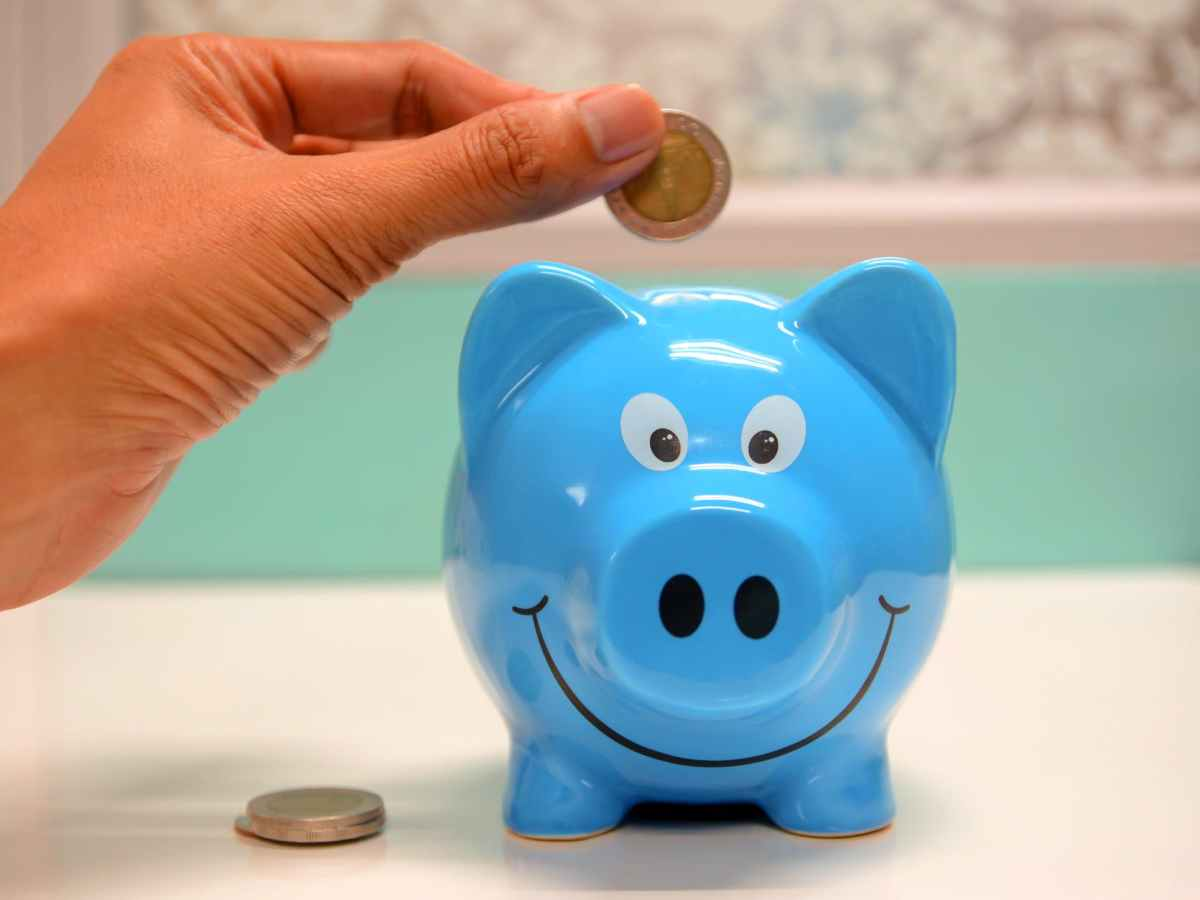 Is-it-a-disadvantage-to-save-money-in-a-piggy-bank