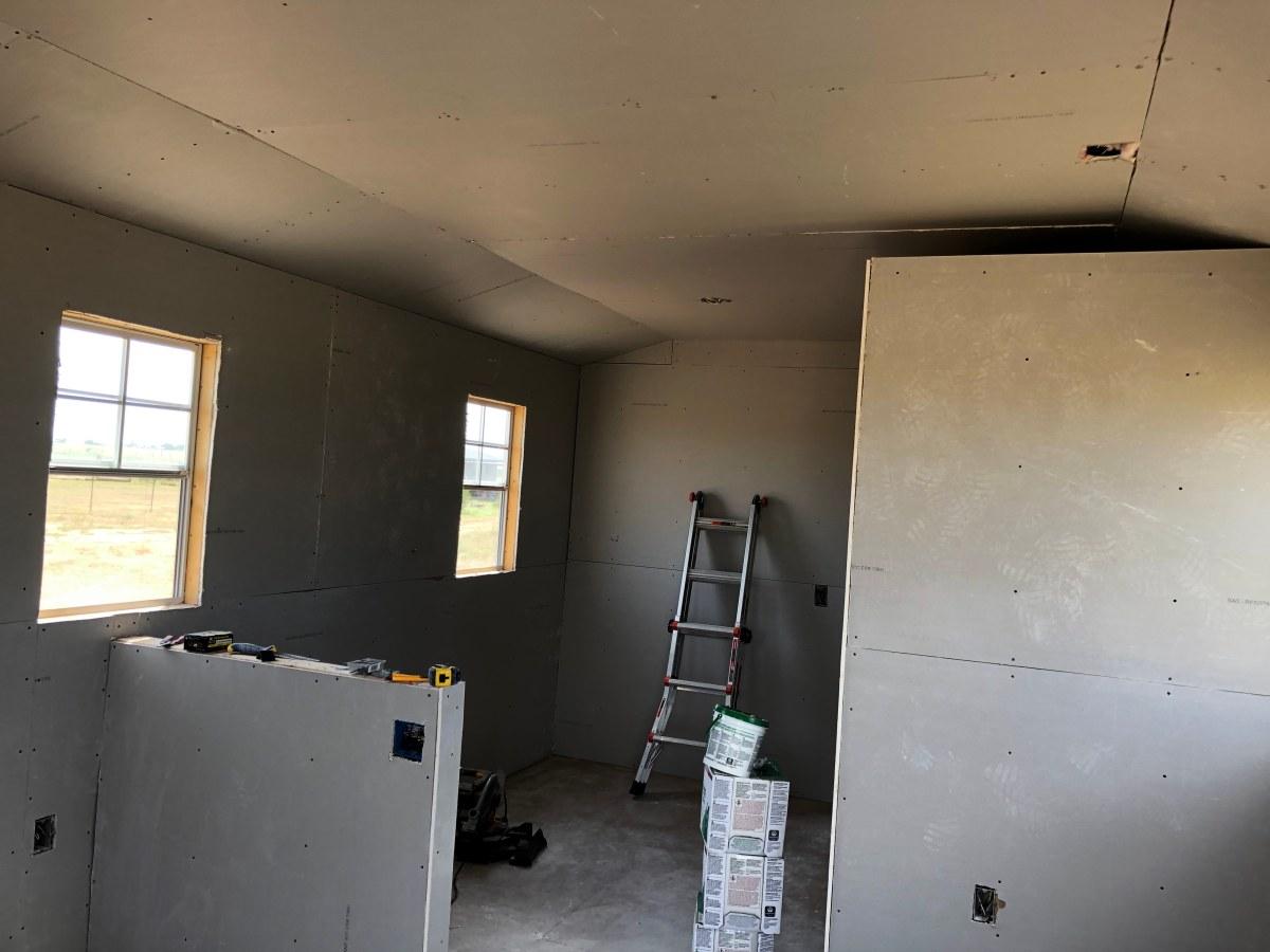 Tiny-House-Dry-Wall